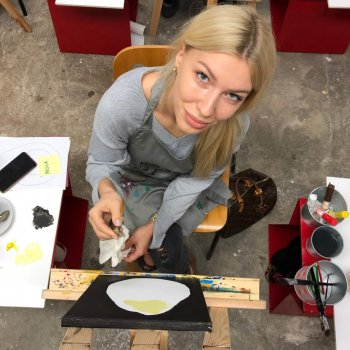 A mother enjoying a painting workshop with acrylic paint
